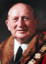 Picture of Cllr. W.R.H. Thomas. Mayor of Llanelli 1985 - 86